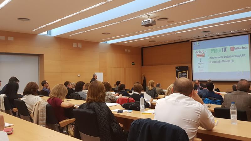 Sala del evento y participantes