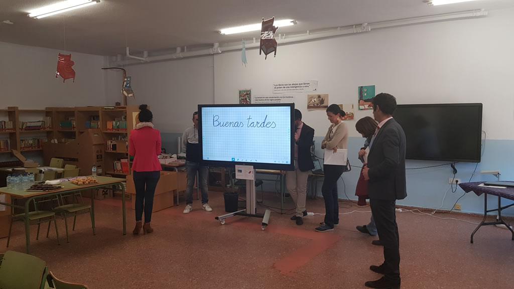 Presentación de los monitores interactivos y de los equipos informáticos en Toledo
